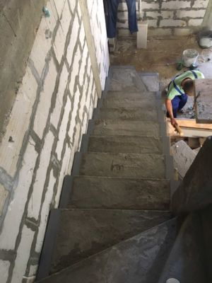 Бетонные работы - лестница (фото 1)
